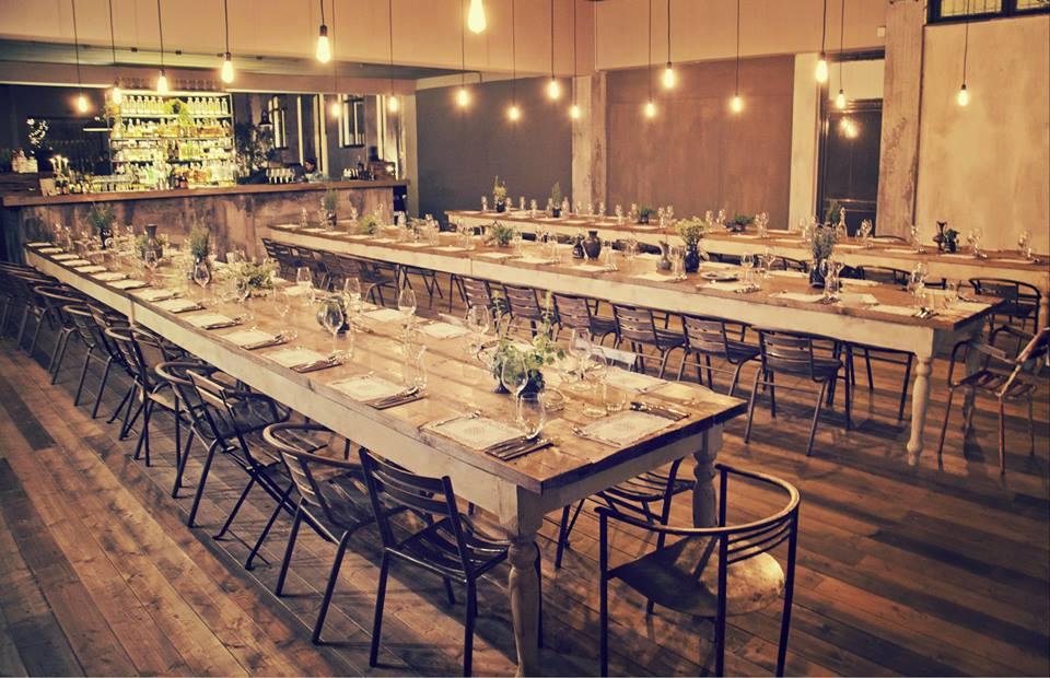 tavoli sociali della sala da pranzo