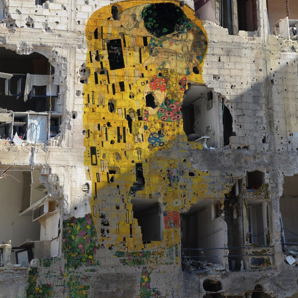 Freedom Graffiti by Tammam Azzam. Photo by Ihab Aljaby