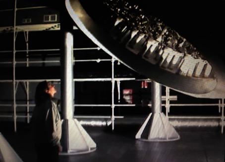 """Dal film """"L'Orizzonte degli eventi"""" di D.Vicari. Costruzione in teatro di posa dell'esperimento Borexino, una sfera di 11 m di diametro."""