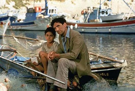 Una scena de Il Postino girata nella Marina Corricella di Procida.