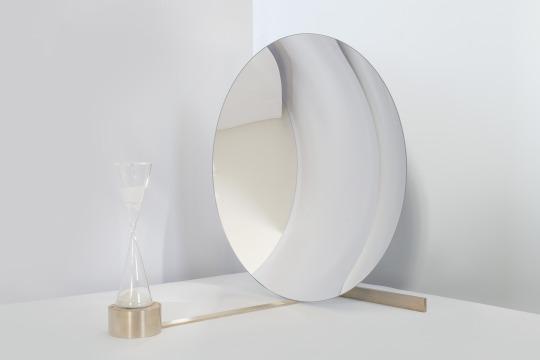 Beauty - composizione con specchio