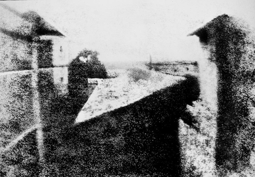 Joseph Niépce, 'Vista dalla finestra a Le Gras', 1826. Ritenuta la prima fotografia della storia