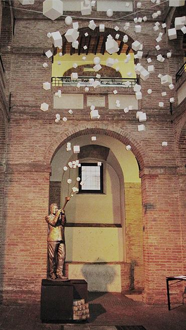 L'installazione Corpo del Suono, ad Opera di Matteo Maggio, nel chiostro di Palazzo San Galgano (Siena), 2010