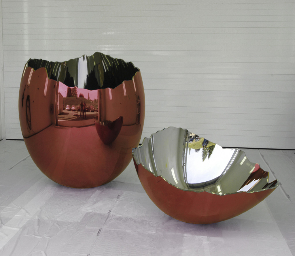 Jeff Koons - Cracked egg
