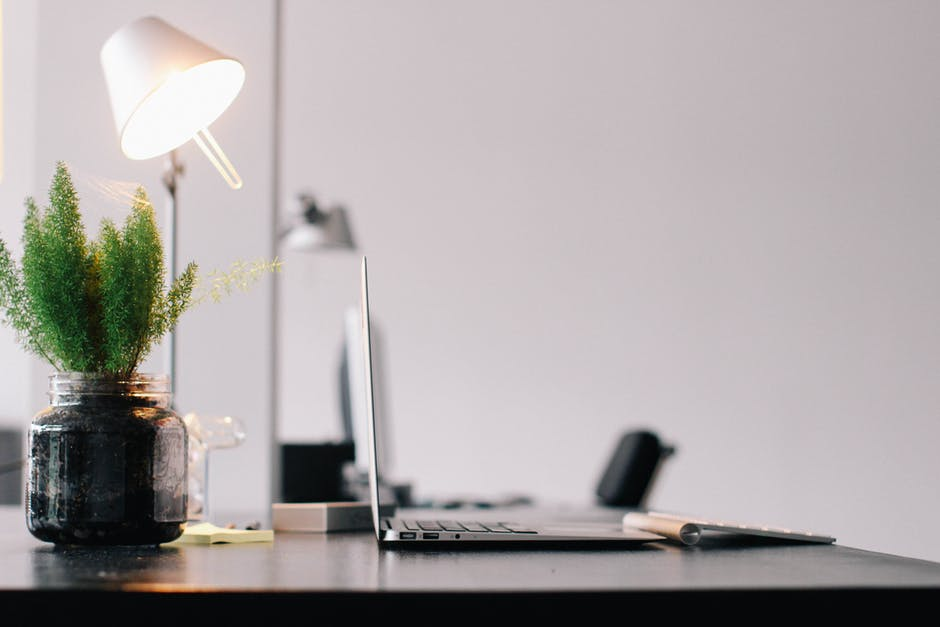 Vasi da scrivania: il verde aiuta la concentrazine e il buonumore, migliora la qualità dell'ambiente di lavoro