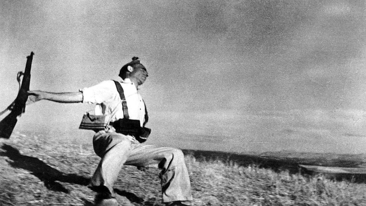 Storia della fotografia: La fotografia di guerra, Robert Capa