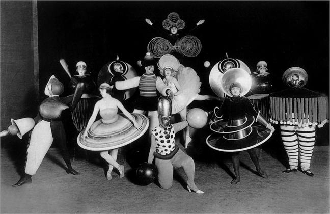 Oskar Schlememr al teatro Metropol di Berlino, 1926