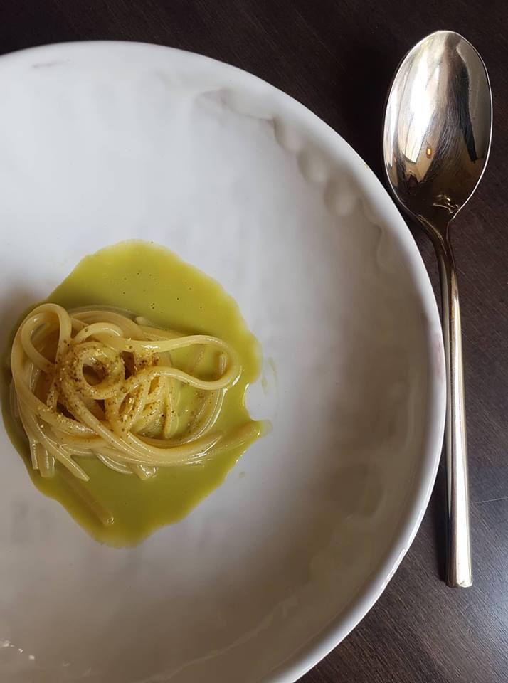 Spaghettone pistacchio e liquamen. Foto dell'autrice