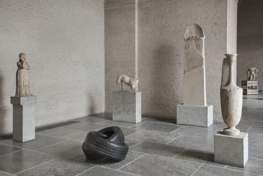 Fabio Viale, Infinito, 2018, marmo nero, cm 50 x 96 x 77, Glyptothek, Munich, courtesy Fabio Viale