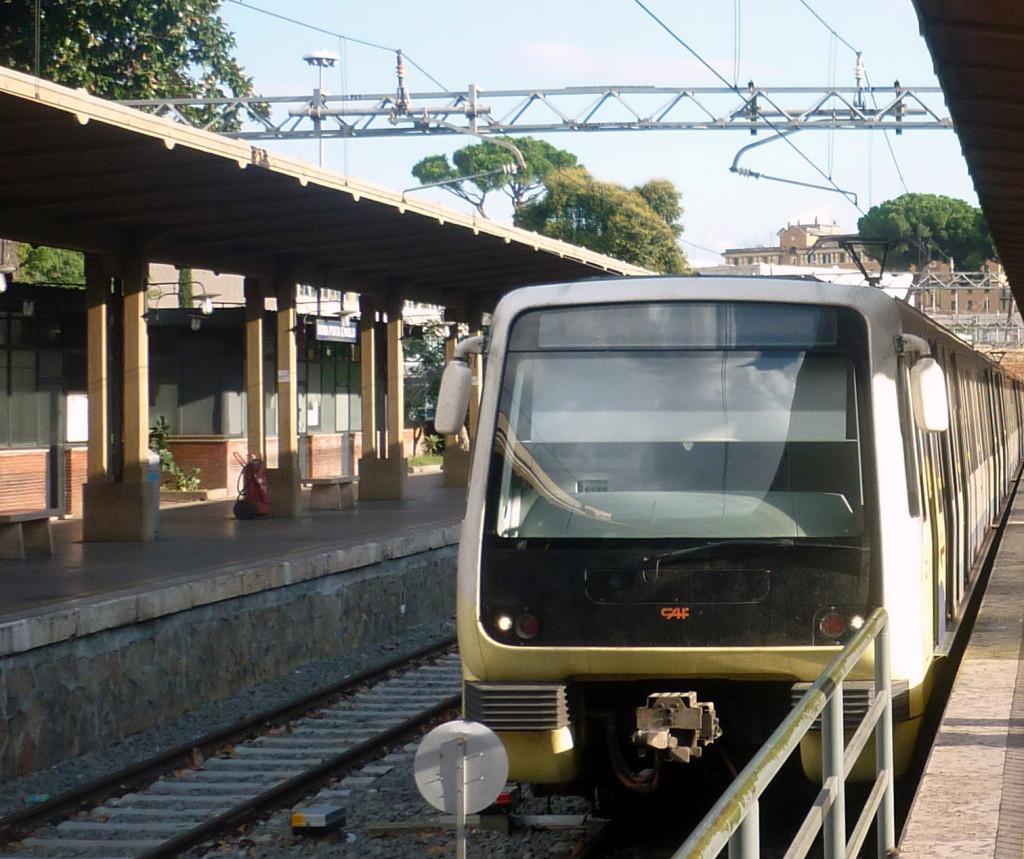 Treno Caf sulla Roma LIdo