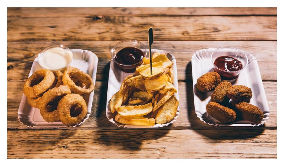 onion rings, patatine fritte e chili bites