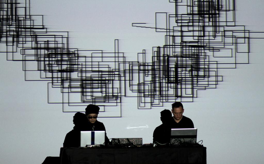Esibizione live di Ikeda