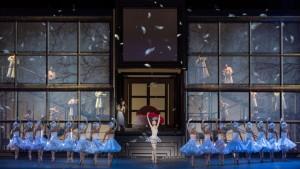 Danza e rappresentazione: le scenografie e le coreografie più sorprendenti 7