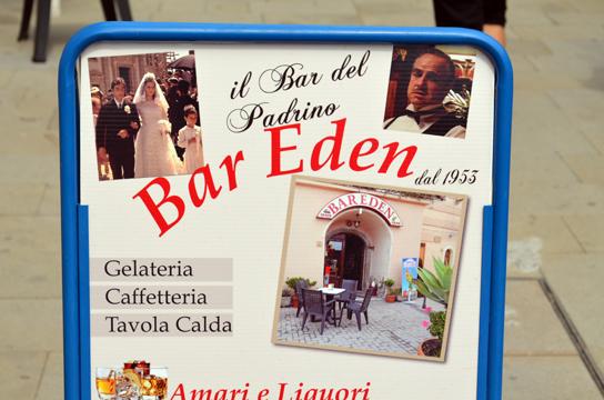Forza d'Agrò, bar con tabella cineturistica.