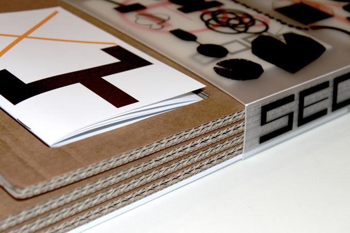 Secondopiano, libro che mostra il processo creativo di un progetto per una serie di mostre curate dallo studio, a cura degli stessi Gumdesign