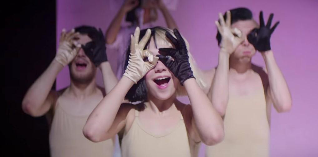 Scena dal videoclip di Sia Cheap Thrills
