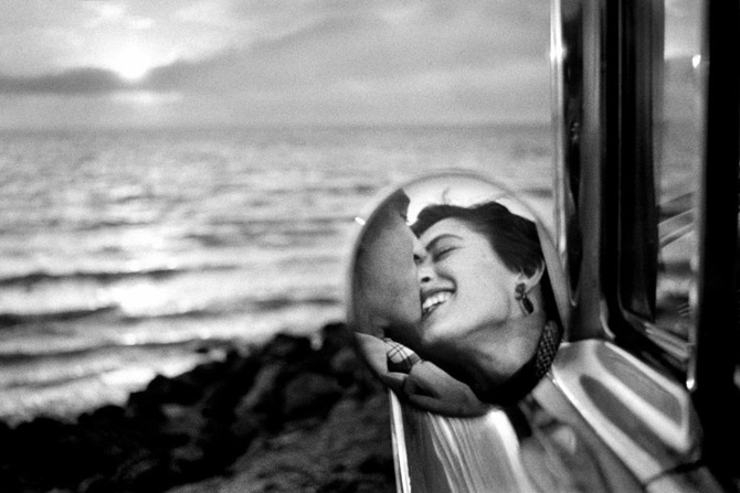 © Elliot Erwitt, California Kiss, 1955