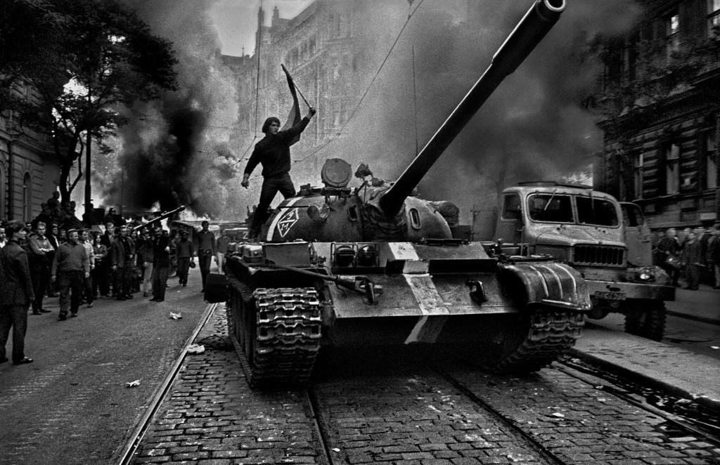 la Primavera di Praga fotografata da Koudelka