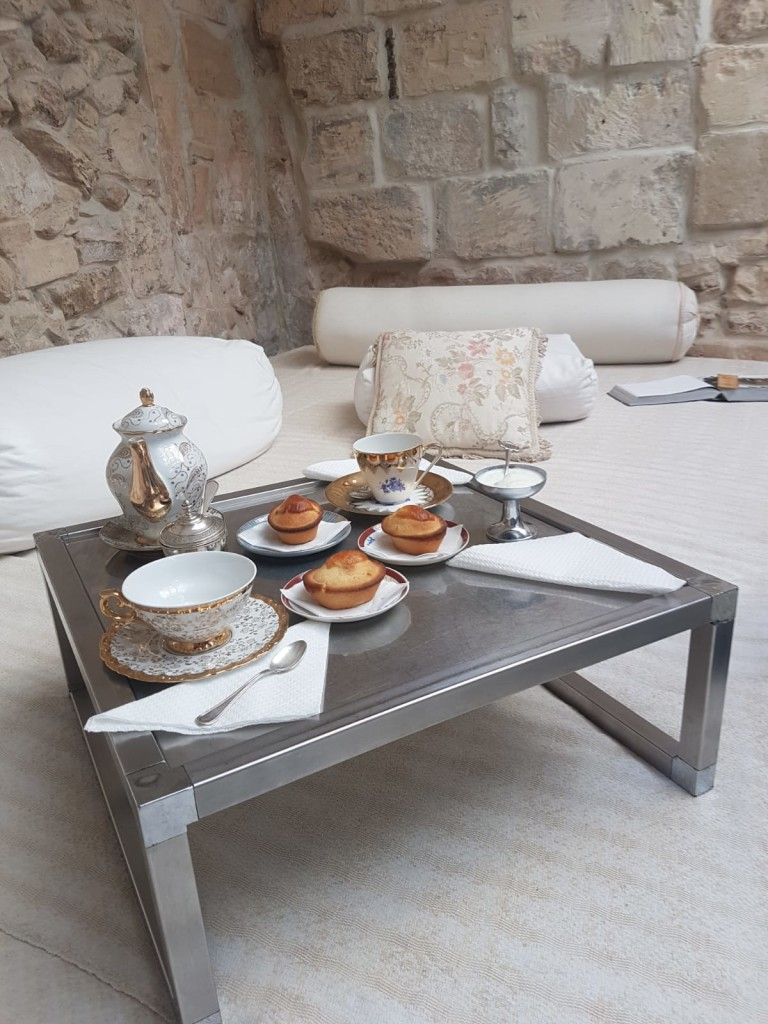 Colazione a sorpresa in camera. Grazie a Maurizio (pasticciotti del Caffè del Municipio di Lecce). Foto dell'autrice