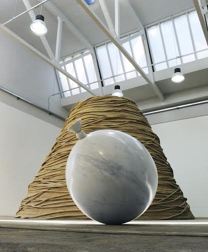 Fabio Viale, Palloncino Aerospaziale, 2003, marmo, installation view at Gas Art, coutesy Pietro Gagliardi