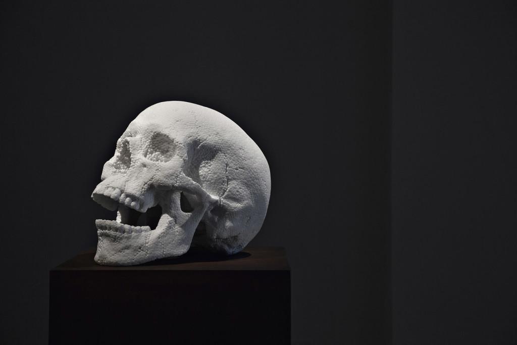 Fabio Viale, Skull, 2015, marmo bianco, cm 46 x 31,5 x 36, courtesy galleria Poggiale e Forconi
