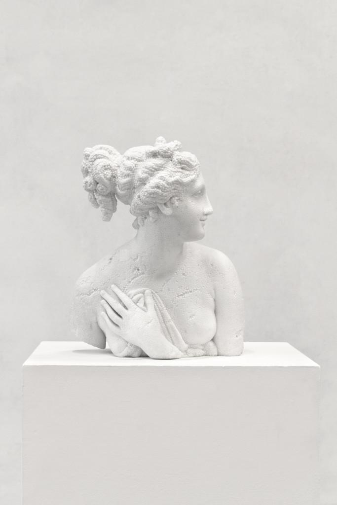 Fabio Viale, Venere Italica, 2016, marmo bianco cm 53x41x45, courtesy Fabio Viale