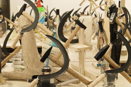 Falce e Martello (2007-2008)  Courtesy: Galleria Raffaella Cortese, Milano. NoguerasBlanchar, Madrid/Barcellona. Sprovieri, London.
