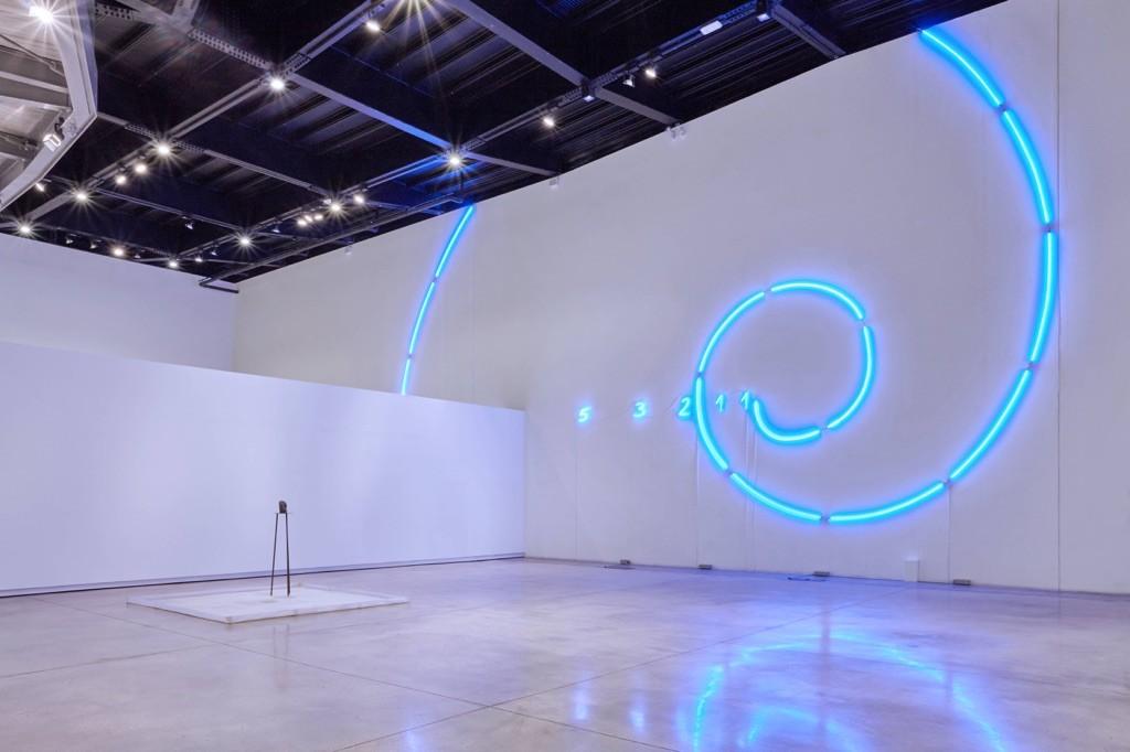 Mario Merz, Un segno nel Foro di Cesare, 2003, installation view at Museo Macro Roma, 2016